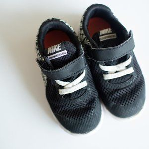 Toddler Black and White Heart Nike Shoes